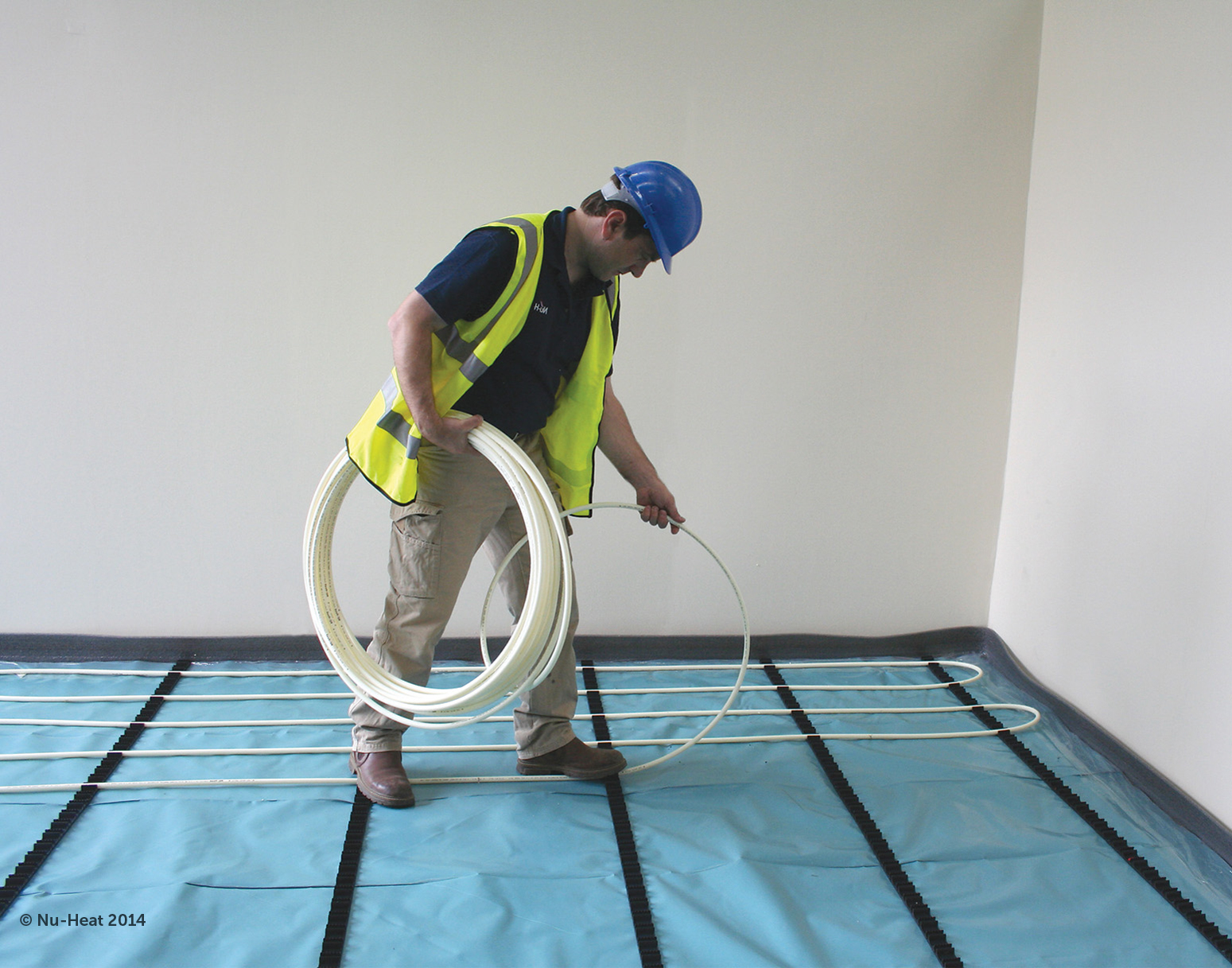 Laying wet underfloor heating pipes
